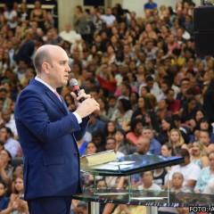 Noite de ensino tem presença de Deus palpável